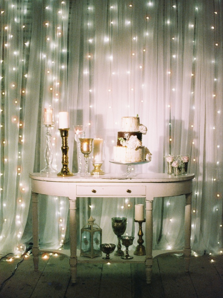 gold and sliver cake table