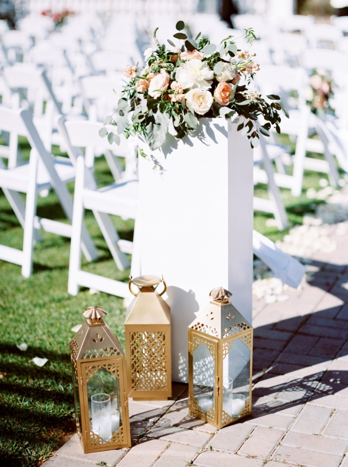 gold lanterns and pedestal wedding aisle decor