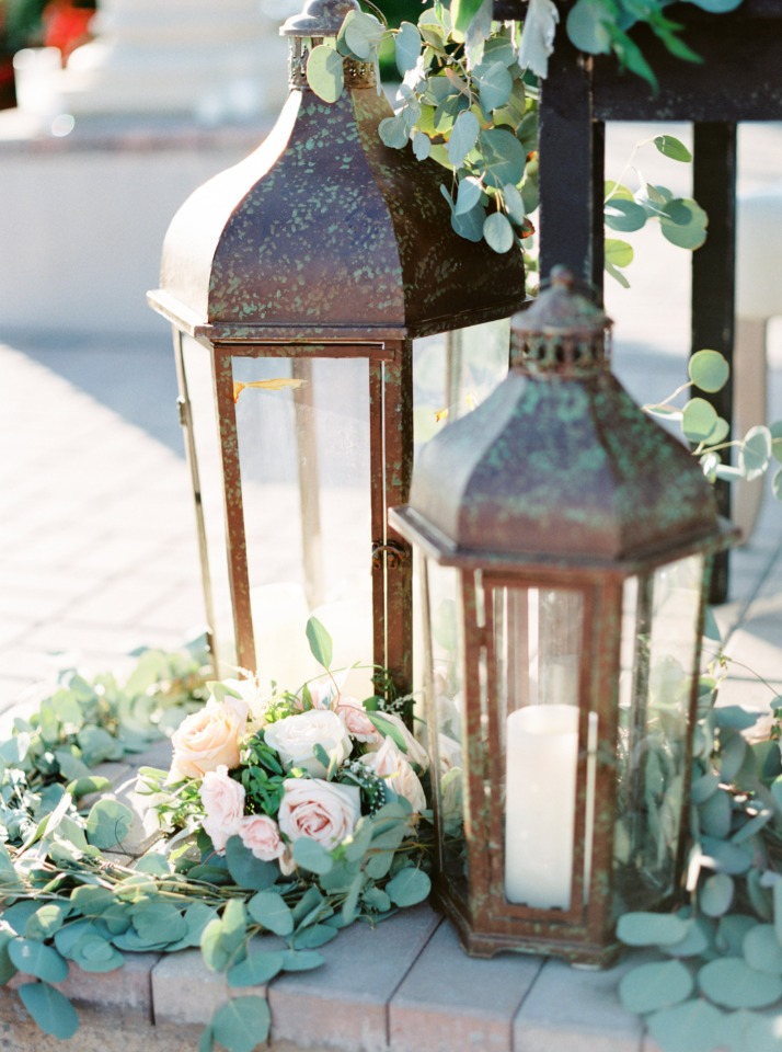 rustic giant lanterns for your wedding decor