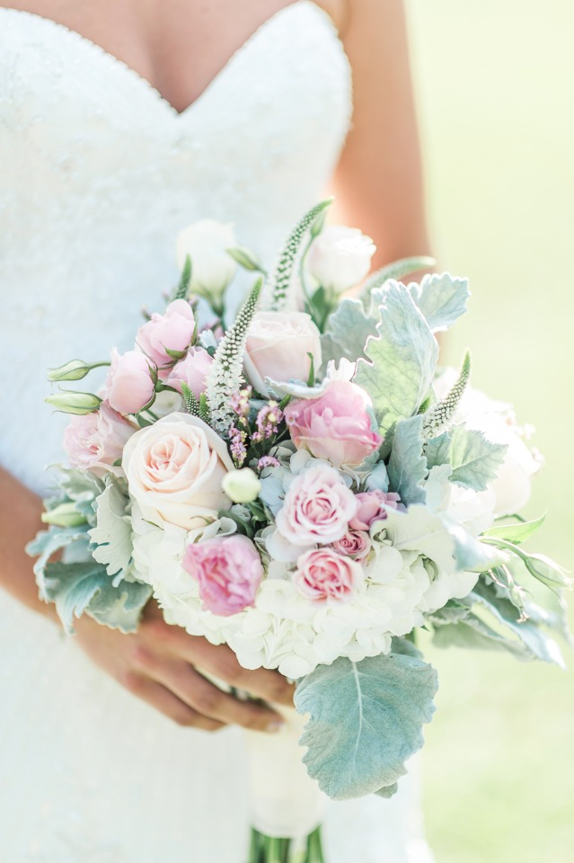 Light and bright wedding bouquet