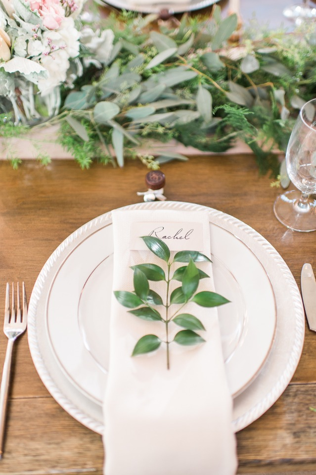 Leafy green place setting