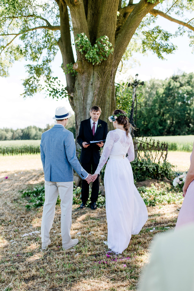 wedding ceremony under a big tree