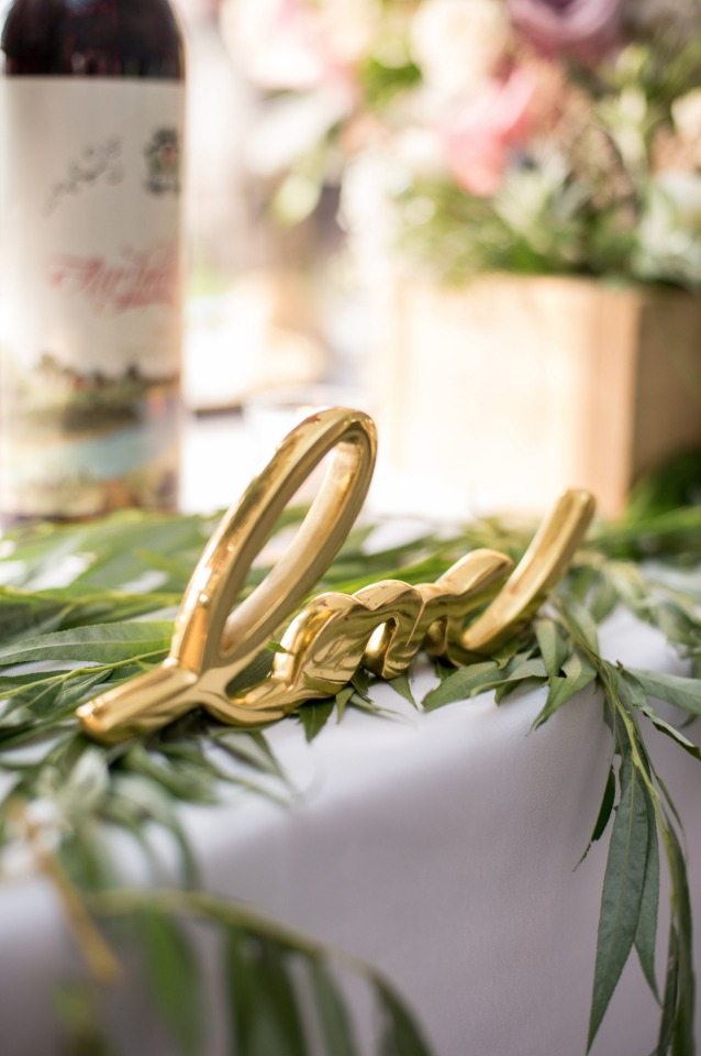 gold love sign, details and decor