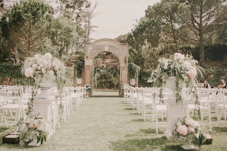 English styled outdoor ceremony in Costa Brava