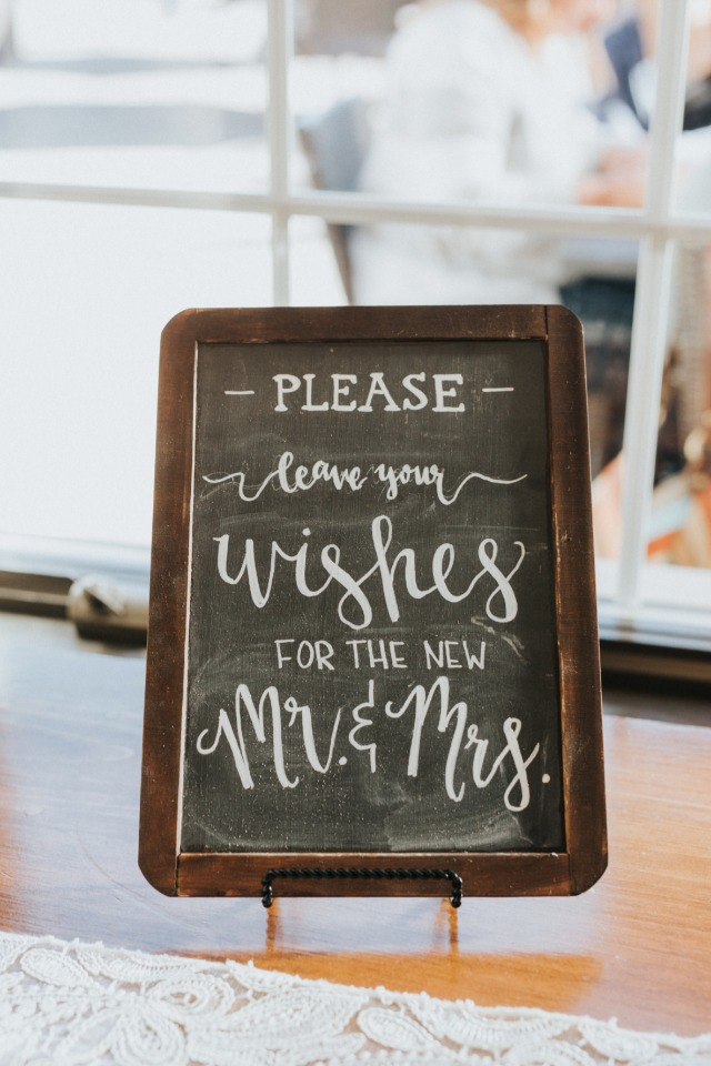 please leave your wishes for the new mr and mrs sign