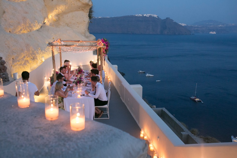 beautiful and quiet wedding reception in Santorini Greece