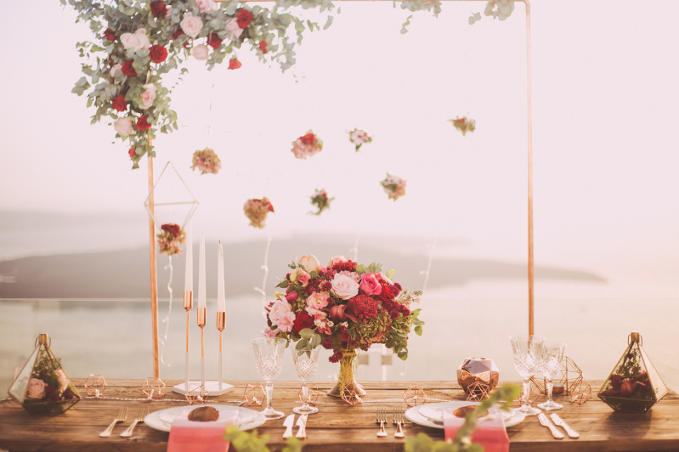 beautiiful sweetheart table with an ocean view