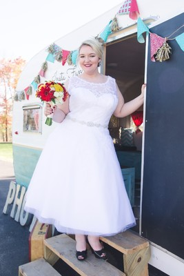 Showcase Your Curves With These Fun Retro Pinup Wedding Ideas