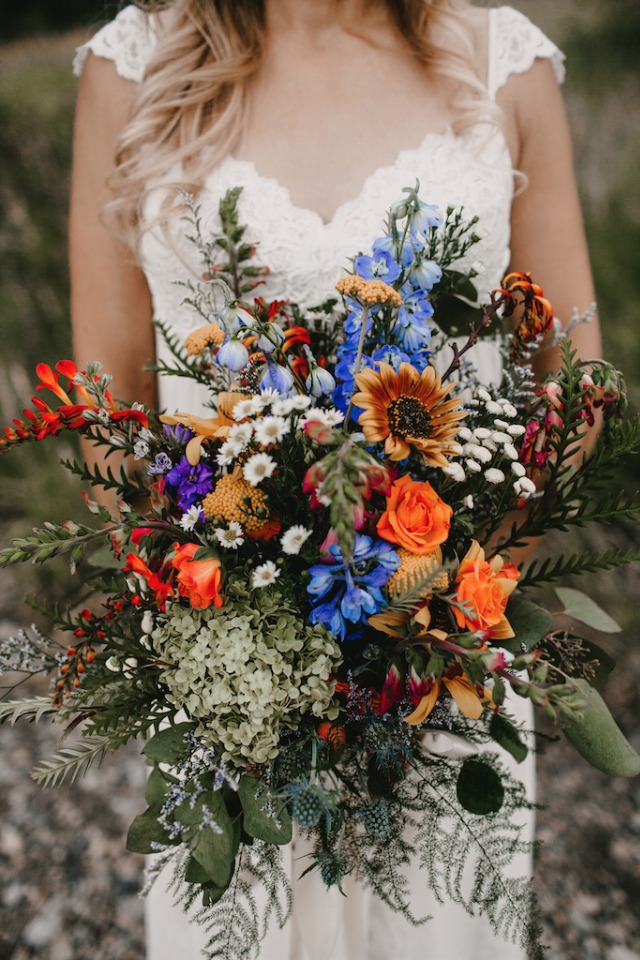 Bright and natural wedding bouquet