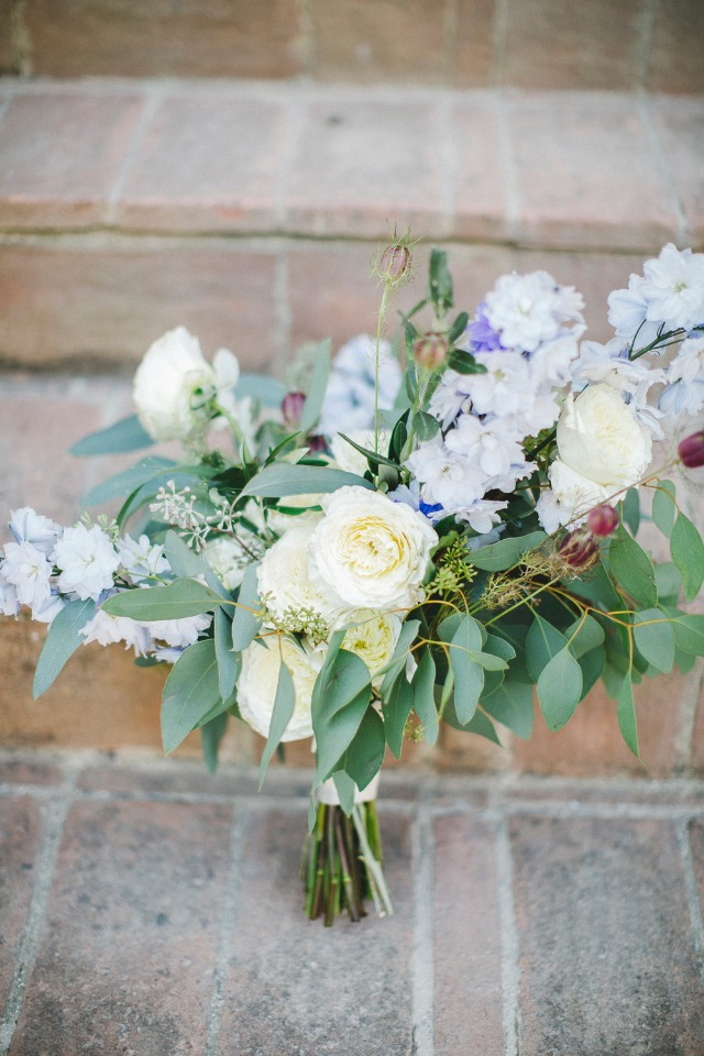 loose and wild flower themed wedding bouquet