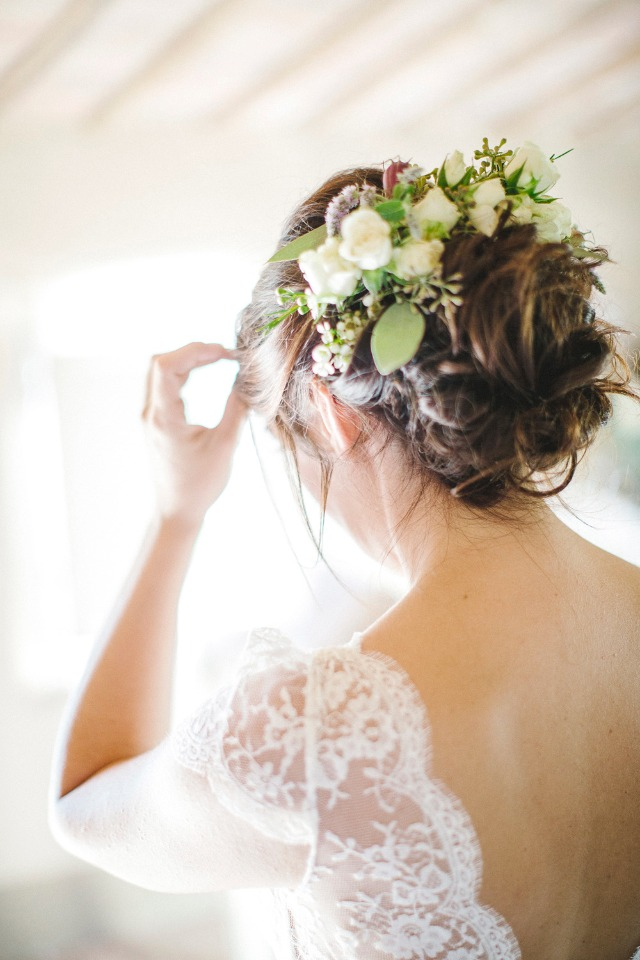 life floral wedding hair accessory