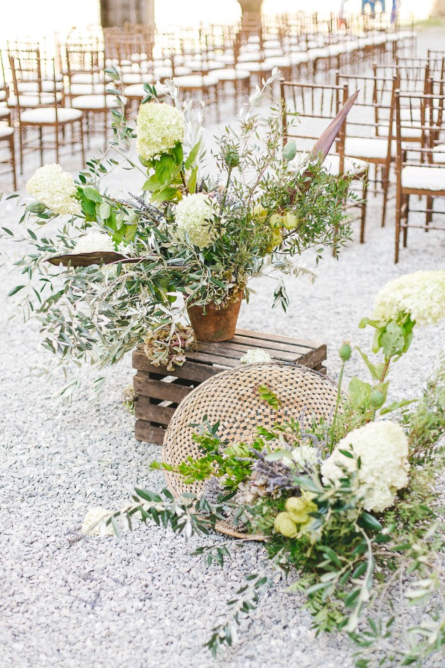 wild flower wedding arrangement ideas