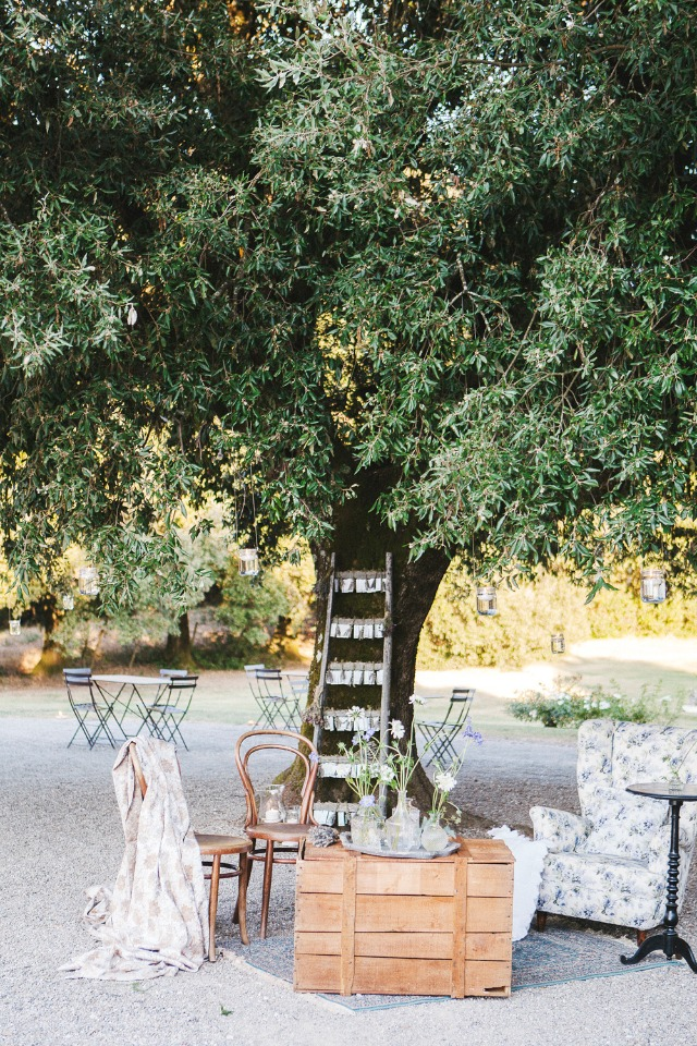 rustic shabby chic wedding lounge decor