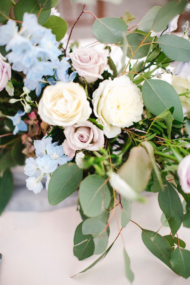blue, dusty pink and white flower arrangement