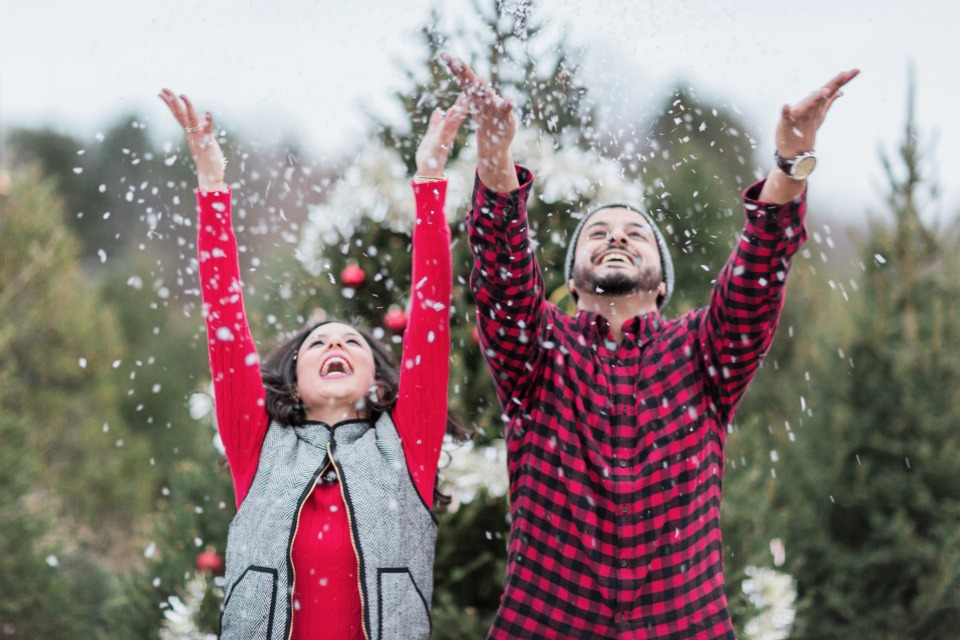 cute engagement shoot idea for the winter