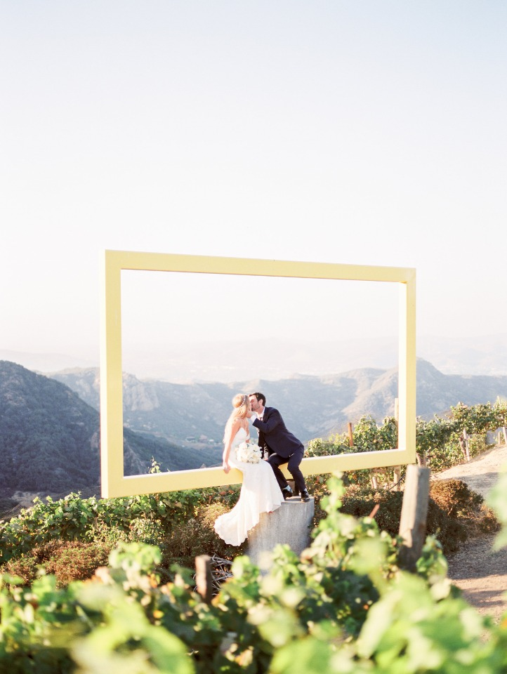 floating frame wedding photo
