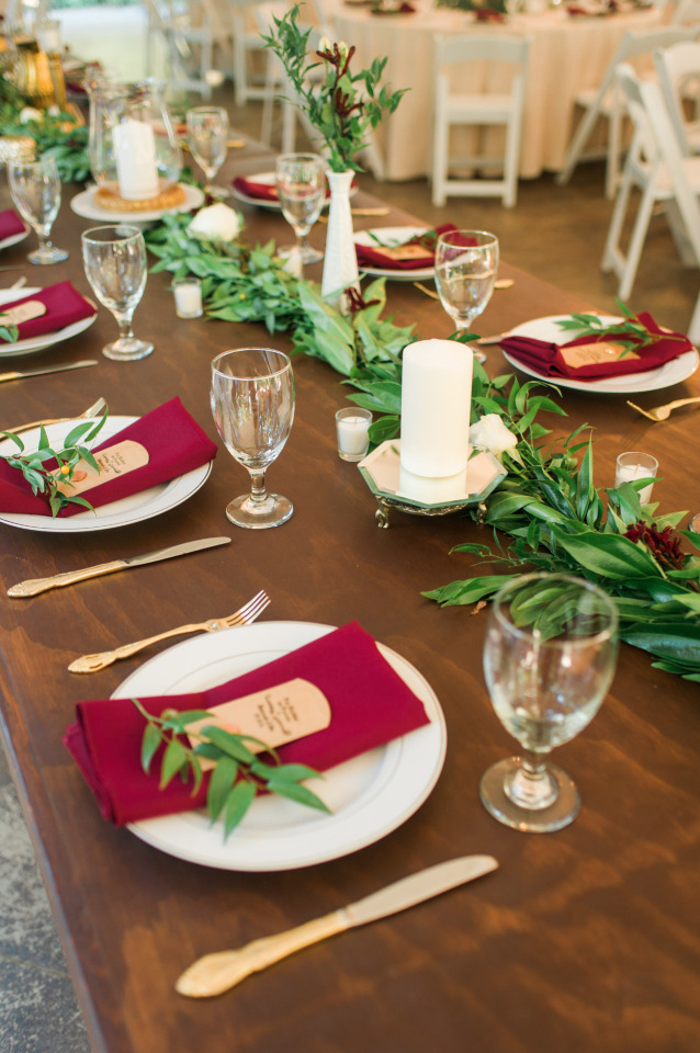 gold and red wedding table decor