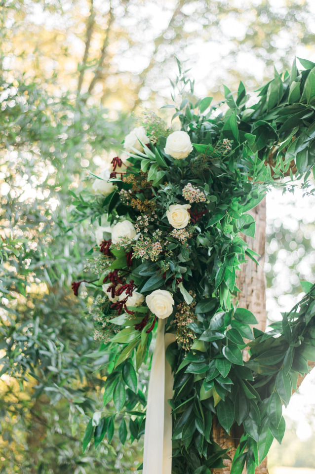 white and red wedding floral decor