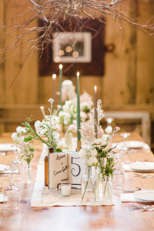 beautiful simplistic wedding reception decor
