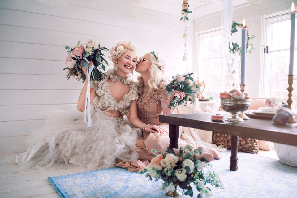 boho hipster bride and bridesmaid attire