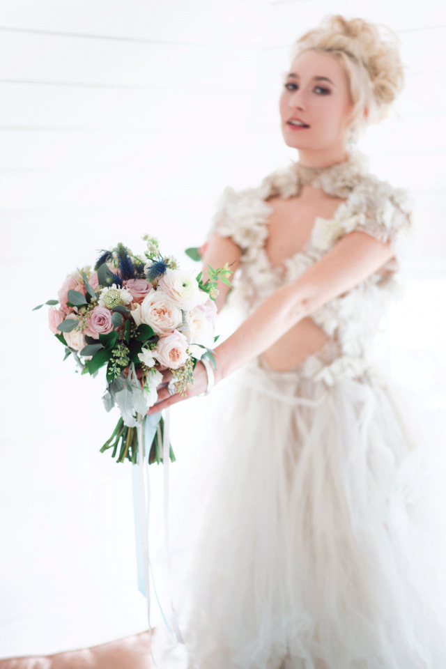 dreamy bridal look and bouquet
