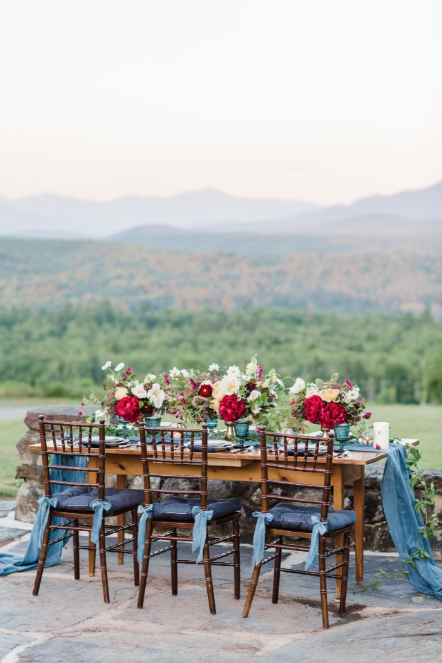 Blue and red reception table decor