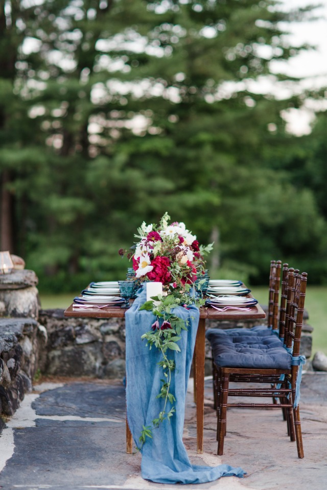 Blue and red inspired wedding decor