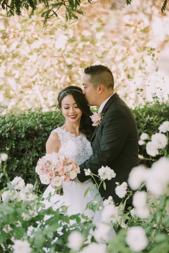Don't miss this romantic glam wedding!