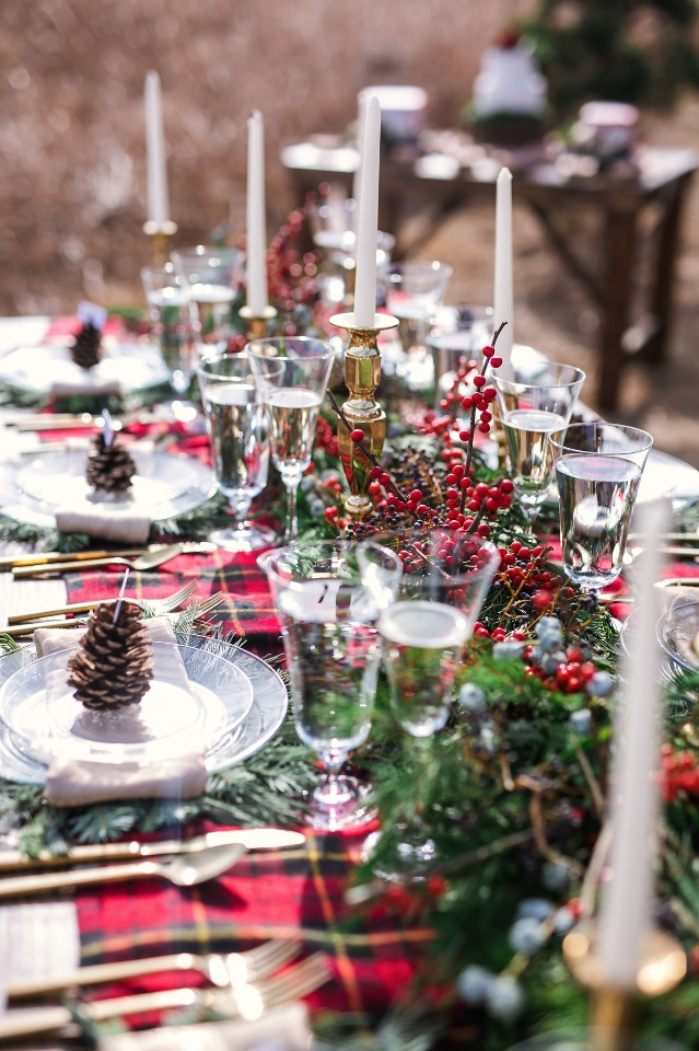 warm and cozy winter wedding table decor