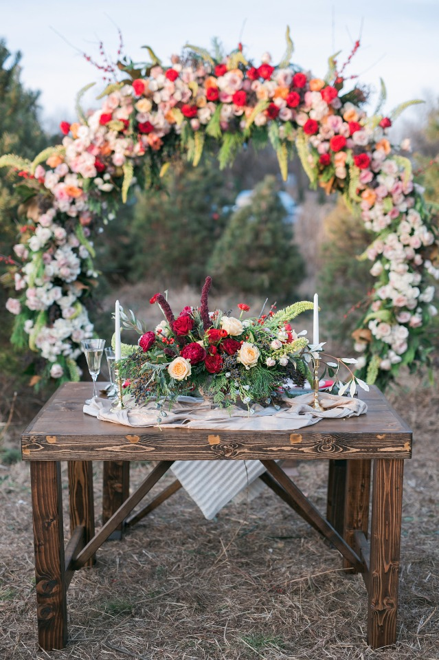 sweetheart table with giant wreath backdrop
