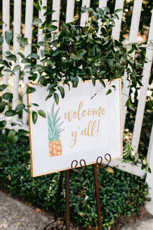 gold pineapple wedding welcome sign