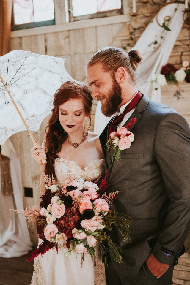 bride and groom with a classic and modern style