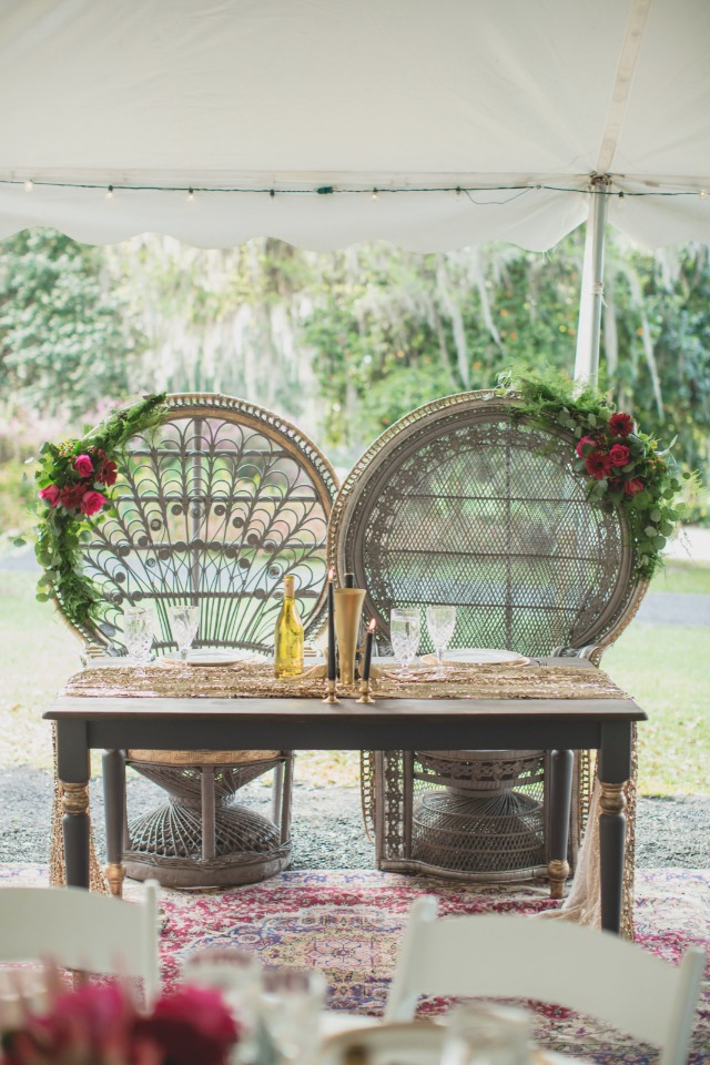 wicker bride and groom thrones at the sweetheart table
