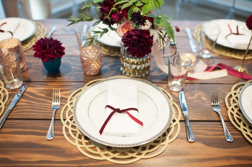 gold and red table decor