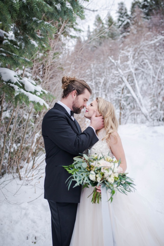 romantic and chilly wedding photos