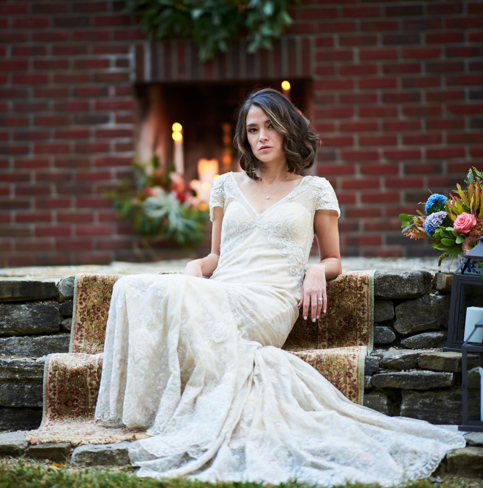 relaxed and chic bridal style