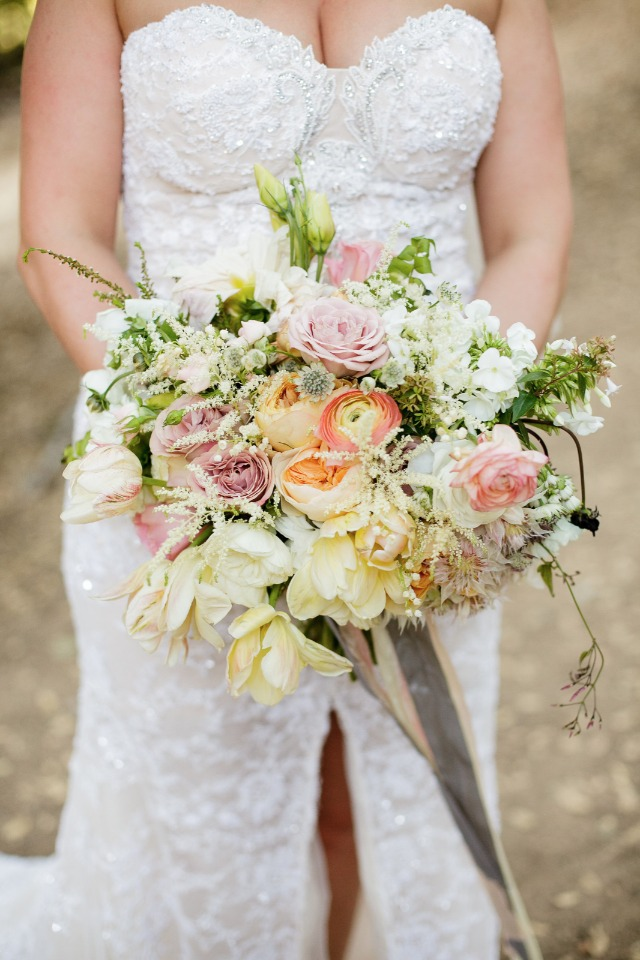 fresh and springy wedding bouquet