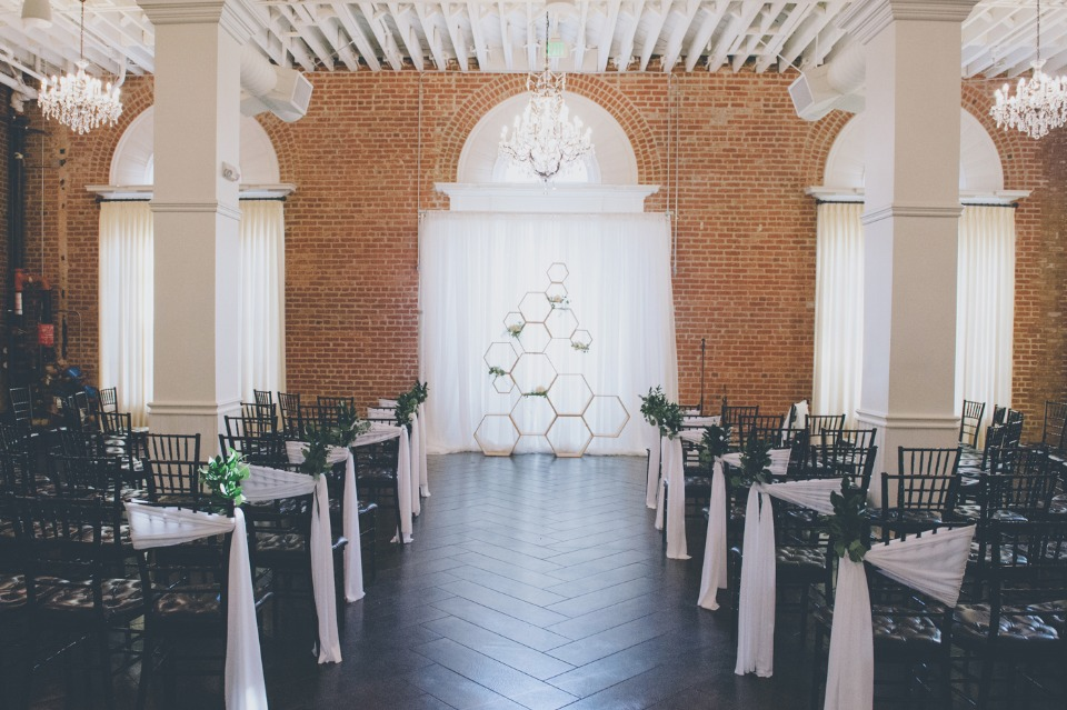 Modern chic ceremony decor