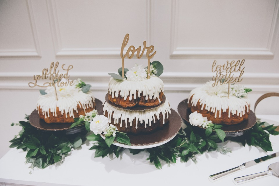 Bundt cakes with love toppers