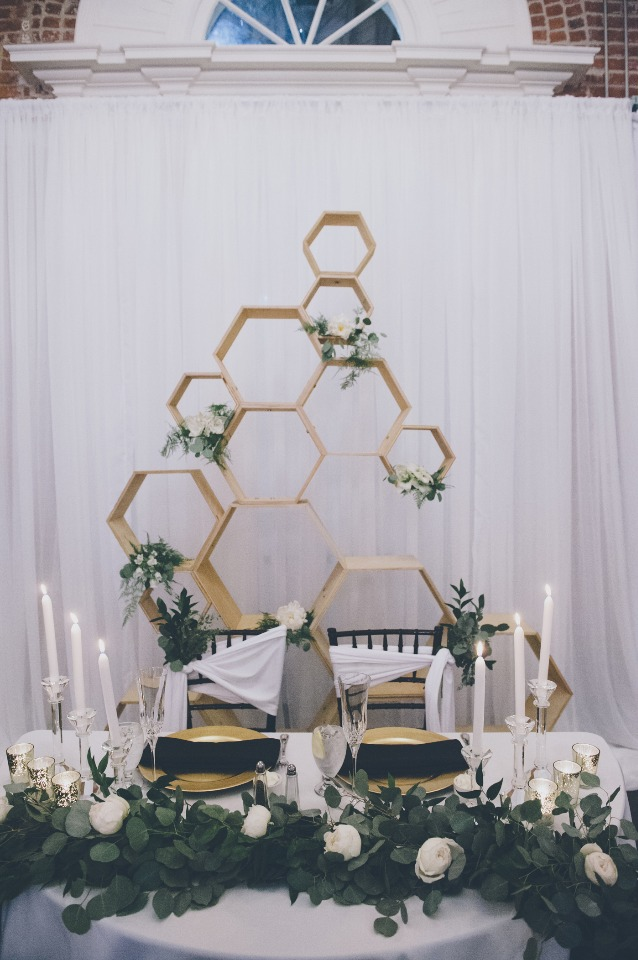 Natural chic sweetheart table decor