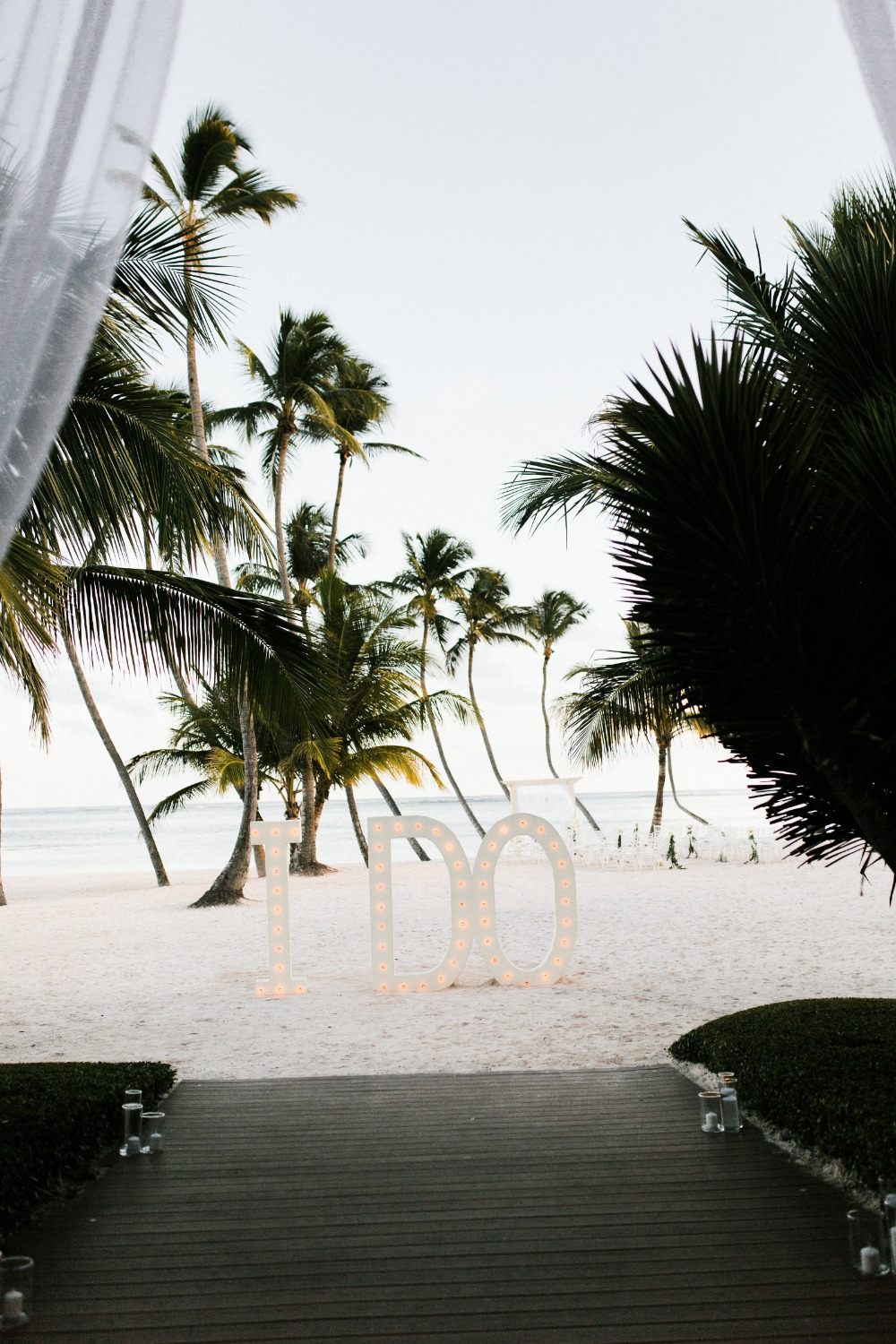 This Glam Wed will have you saying Beach please! Where's my invite?