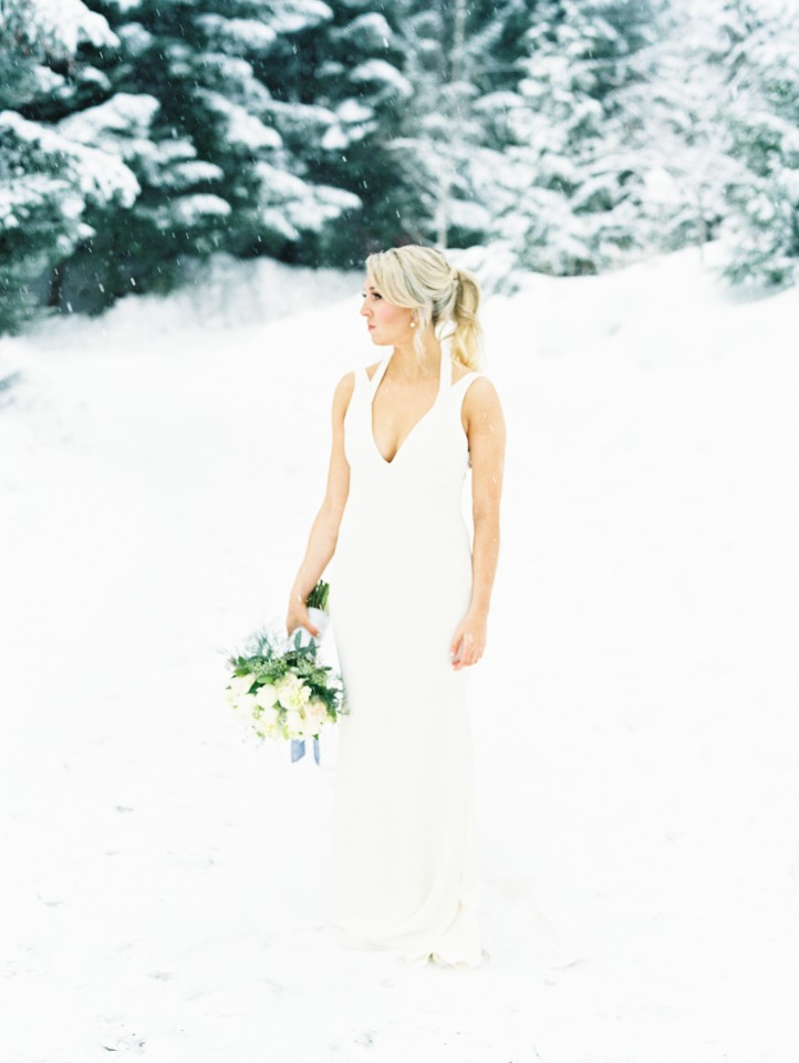 Modern bridal look with a perfect pony tail