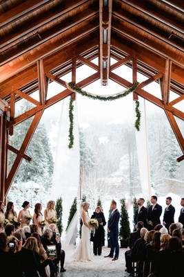 Cozy Up To This Gorgeous Winter Wonderland Wedding In Canada