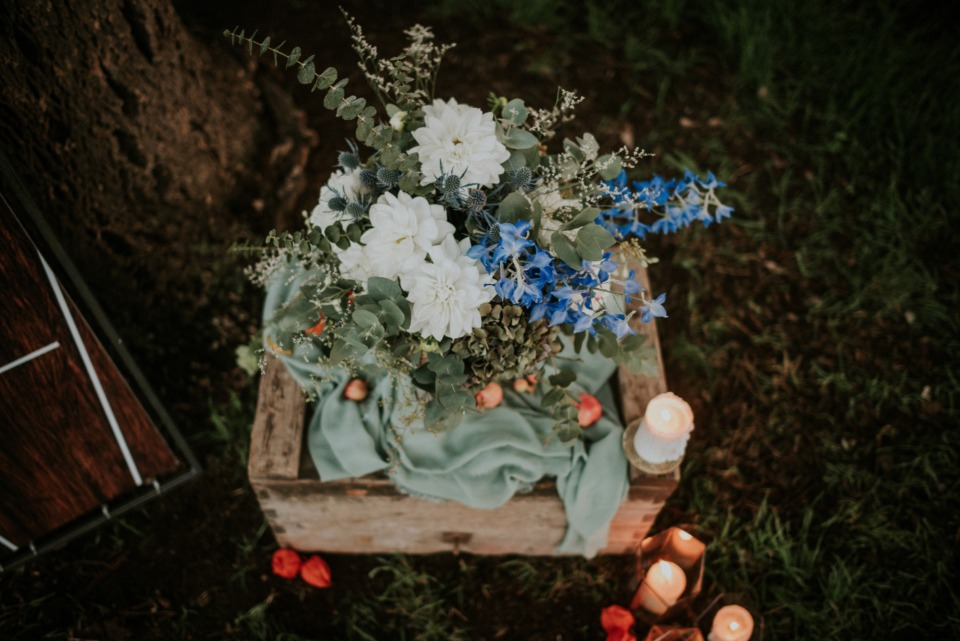 Floral decor ideas with candles