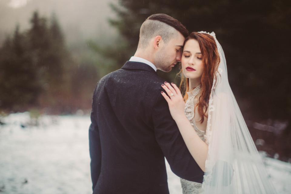 winter wedding snow filled photography