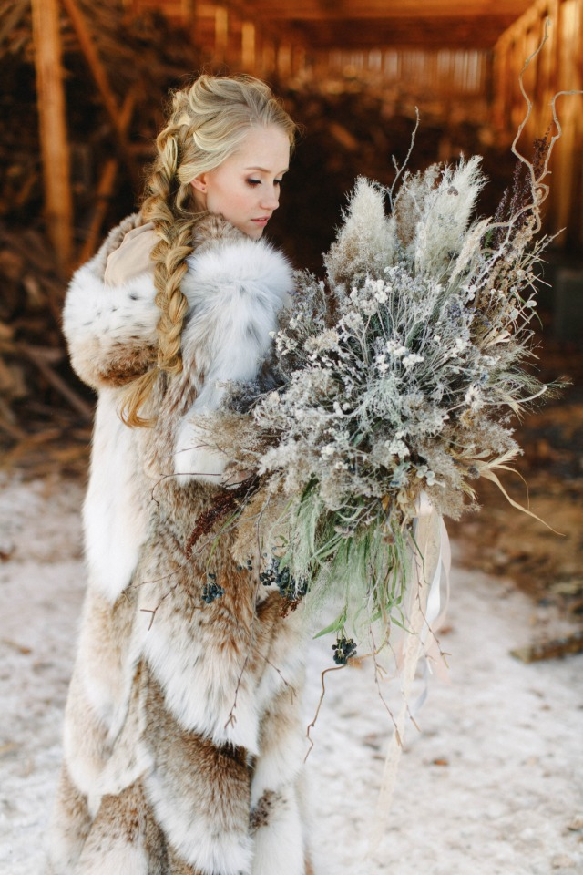 cozy bride in fur with dried flower bouquet