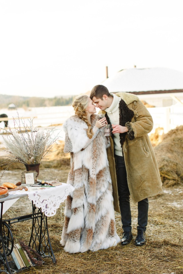 winter wedding couple in Russia