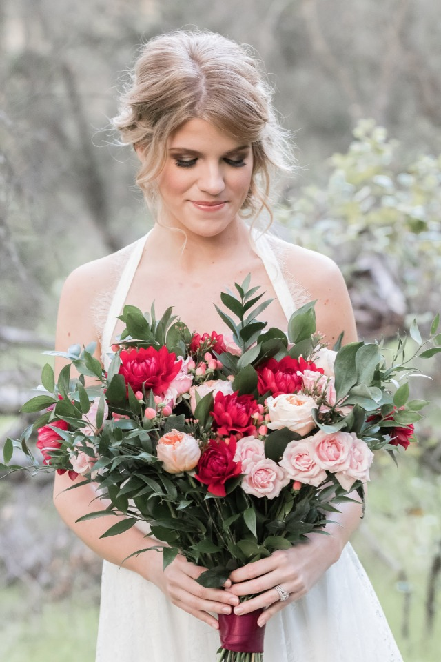 red and pink valentine's day bouquet