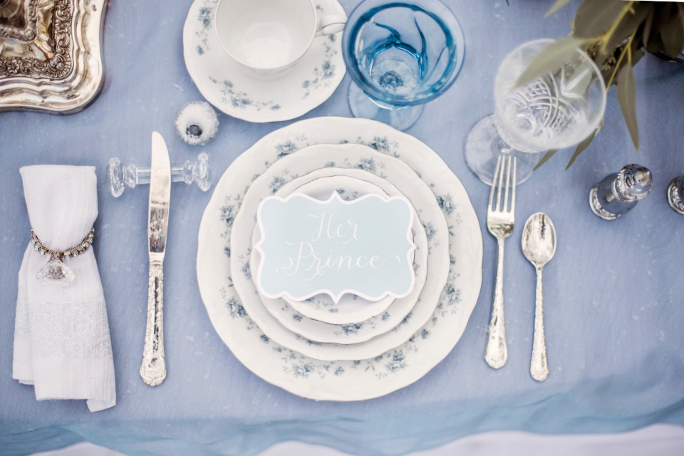 blue white and sliver table decor