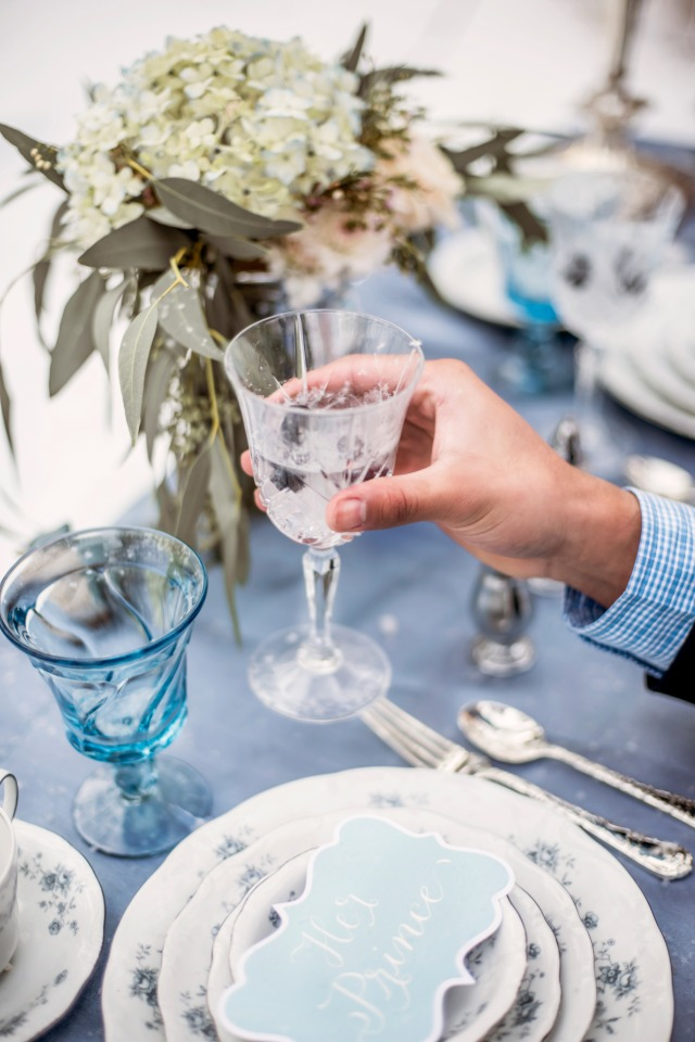 blue and white wedding table decor